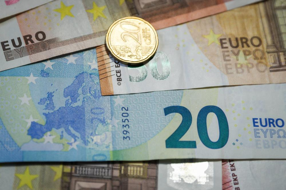 Zvančni srednji kurs dinara sutra 117,5366