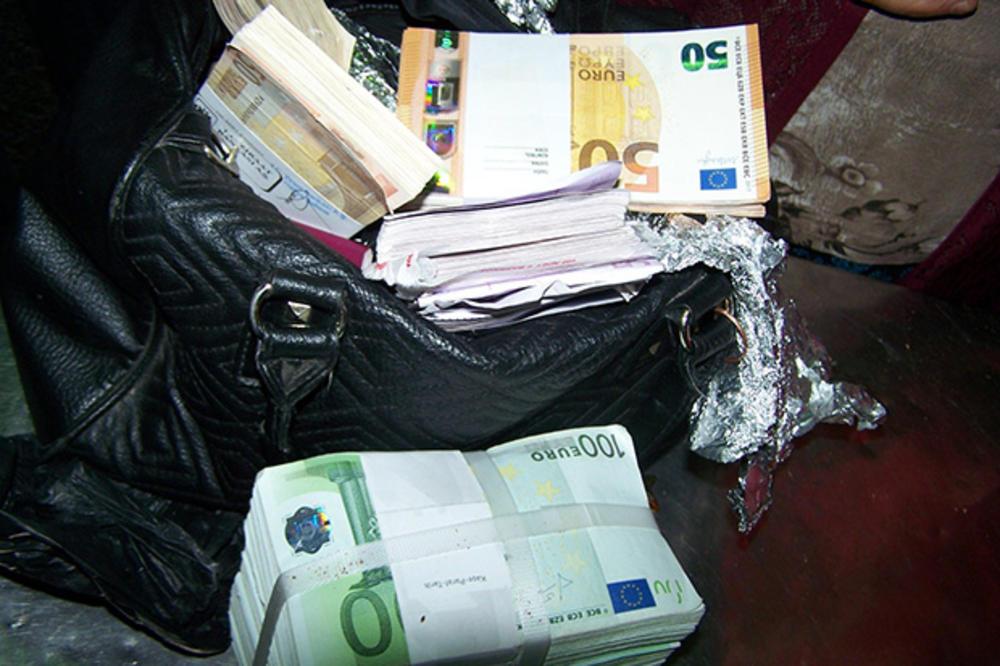 U ženskoj tašni otkriveno 60.000 evra
