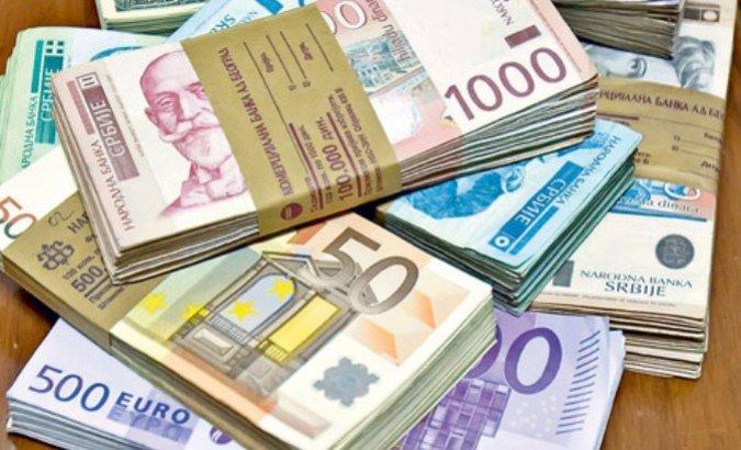 NBS kupila 45 miliona evra, kurs dinara u ponedeljak 117,8875