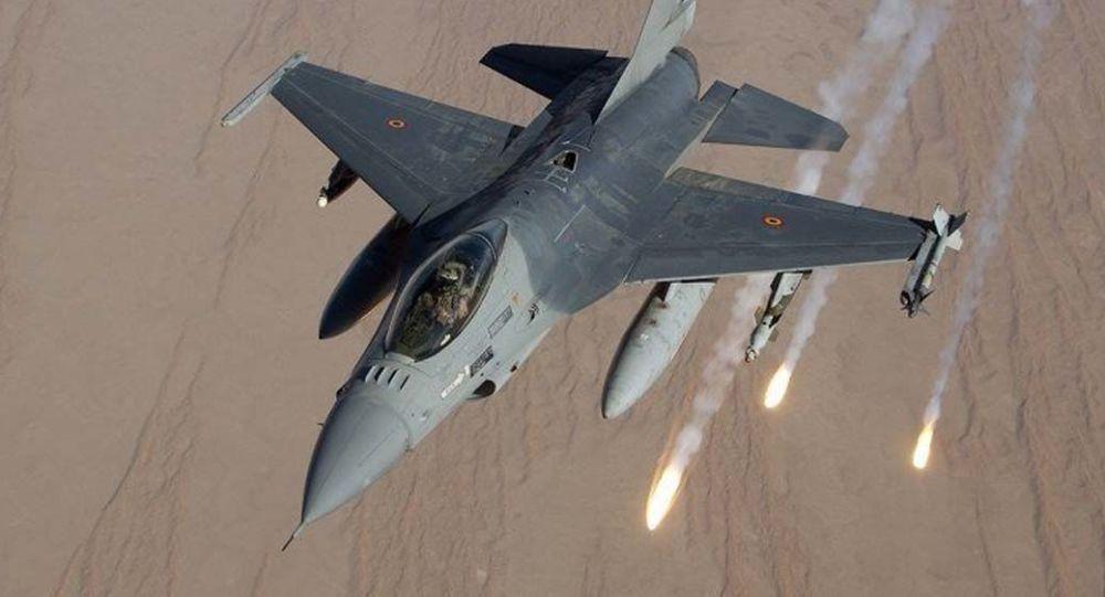Tri lovca F-16 na nebu Albanije