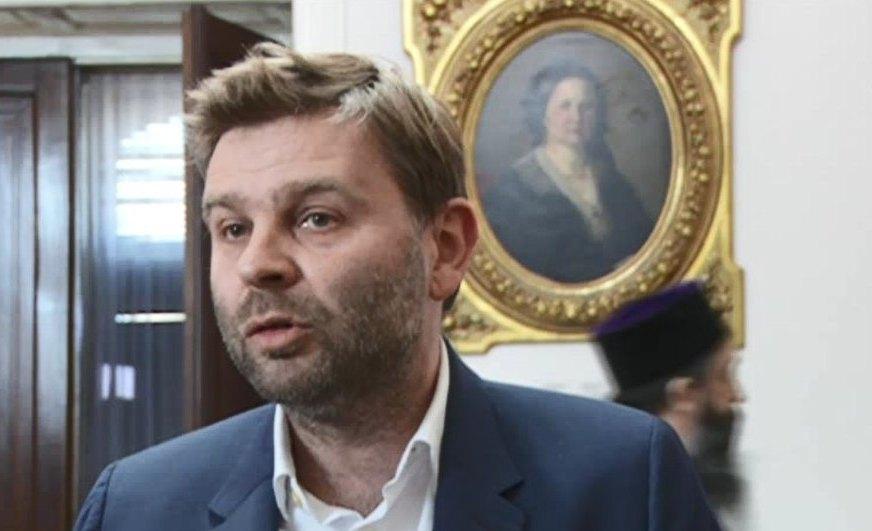 Urednik Figaroa: Makron neće vršiti pritisak na Srbiju da prizna Kosovo
