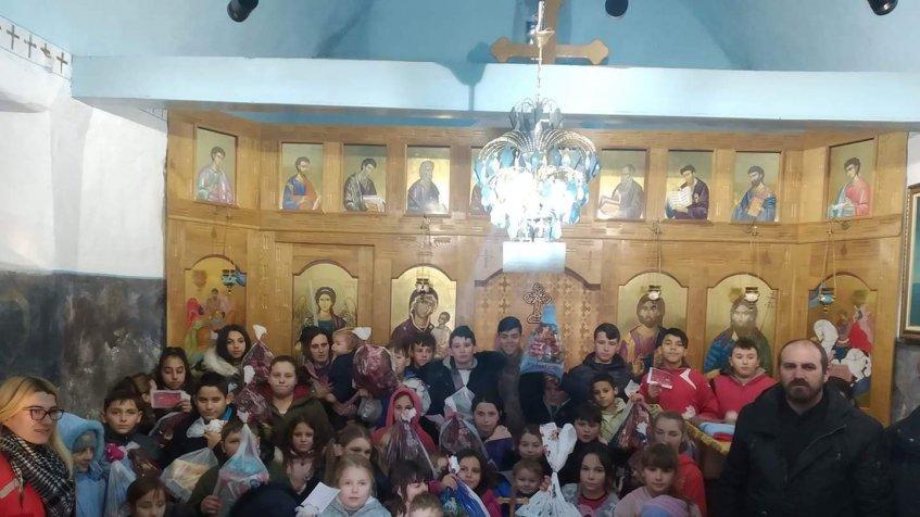 ManastirFenek obezbedio paketiće za decu u vitinskom kraju