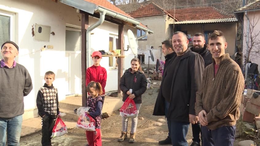 Nikolić posetio dvanaestočlanu porodicu Đurić u Binaču kod K. Vitine