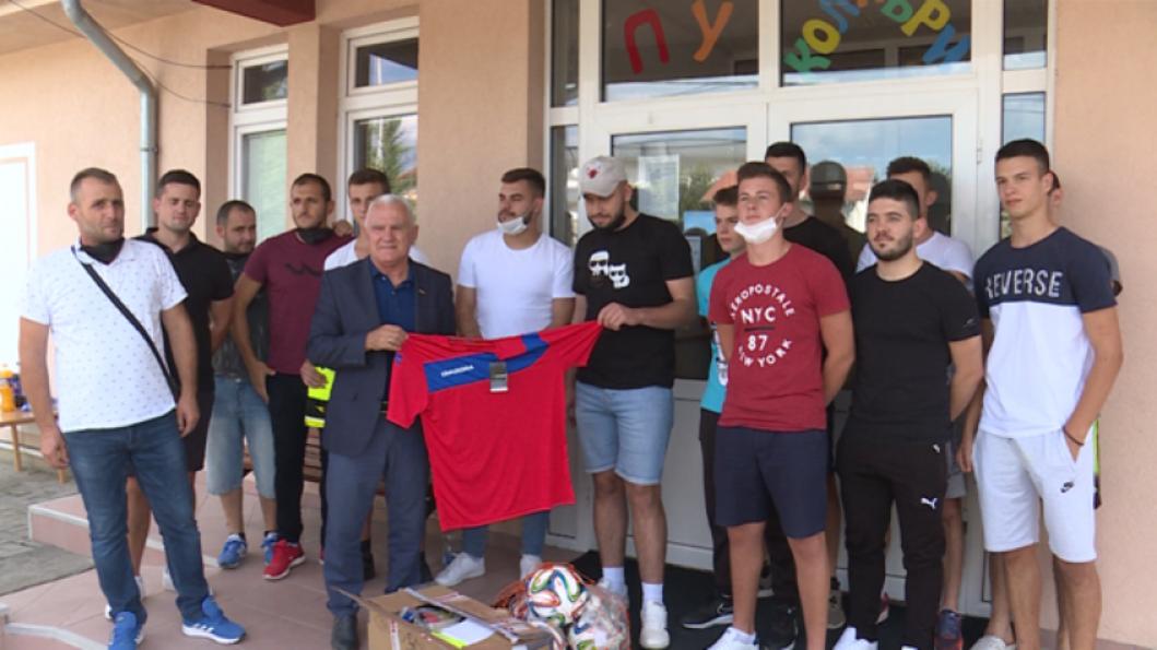 Stipendije i sportska oprema deci sa KiM od Republike Srpske
