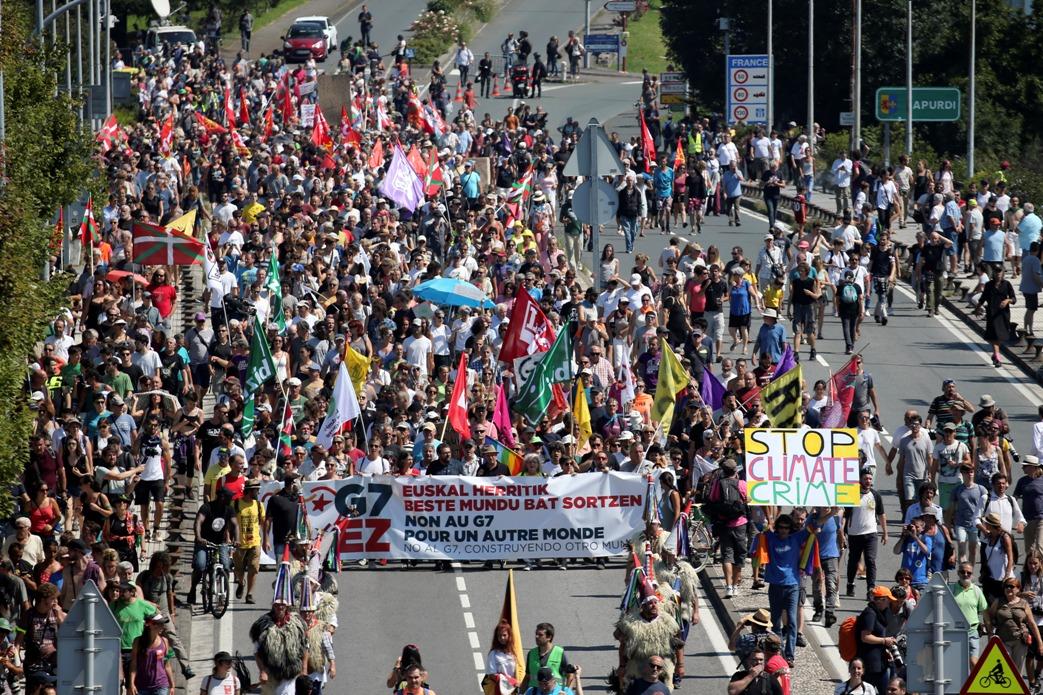 Demonstranti krenuli u protestni marš protiv G7