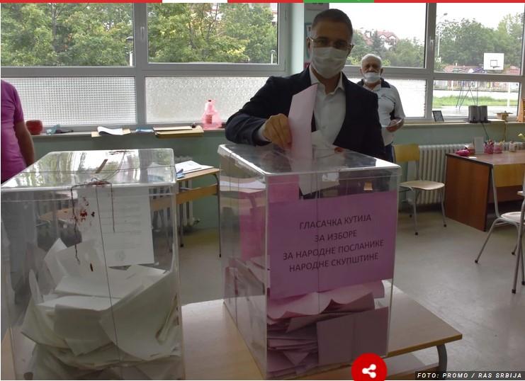 Nebojša Stefanović glasao na Bežanijskoj kosi