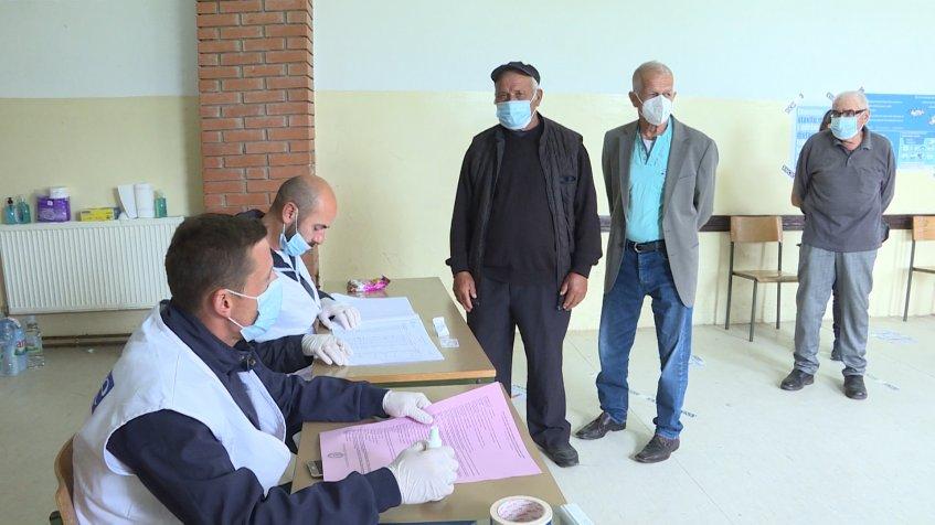 Glasaanje u Prekovcu protiče bez problema, uz preventivne mere protiv koronavirusa