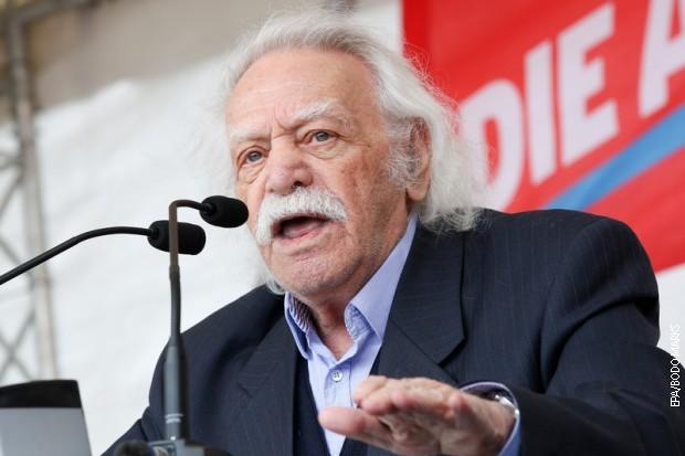 Preminuo Manolis Glezos, heroj grčkog otpora u Drugom svetskom ratu