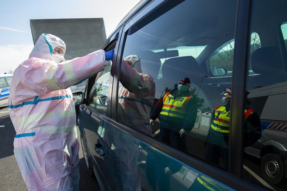 Državljani Srbije posle zastoja pušteni preko mađarske granice