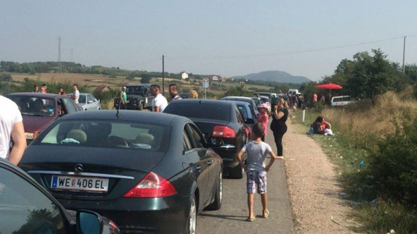 Za izlaz sa Kosova na Merdaru se čeka gotovo šest sati, gužva i na Jarinju