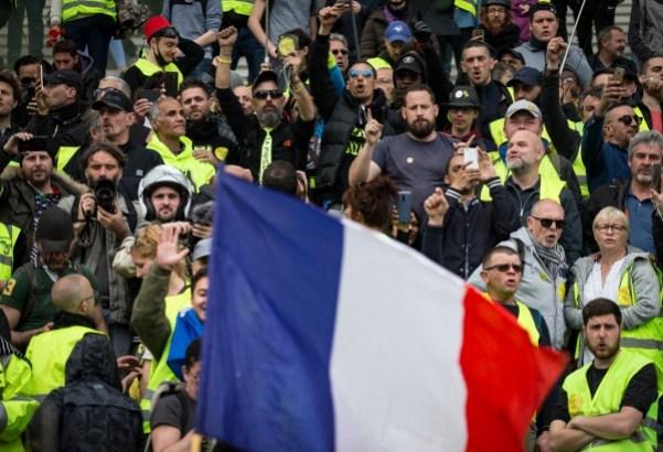 Za proteste žutih prsluka 60.000 policajca
