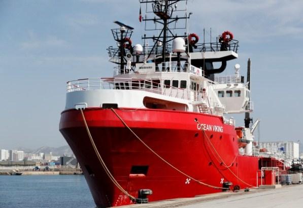 Brod sa 182 migranta nema gde da pristane