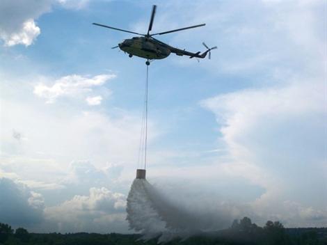 Helikopteri uključeni u gašenje požara na Suvoj planini