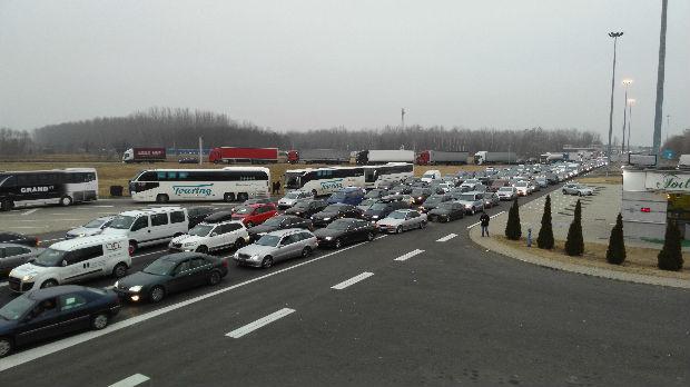 Kolone vozila na Horgošu, Batrovcima i Gradini