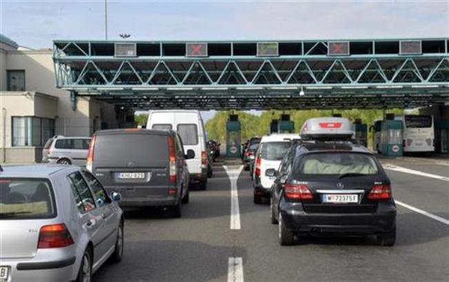 Na Horgošu putnička vozila čekaju pet sati