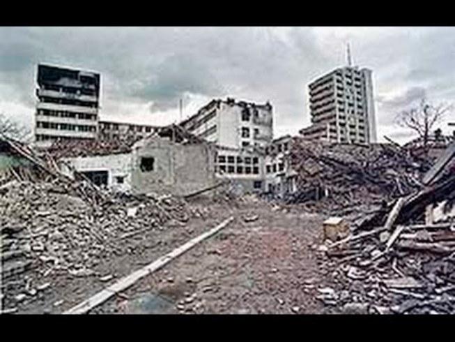 Bombardovanje Prištine 7. aprila 1999: Bombe ubijale redom Srbe, Albance i Turke VIDEO