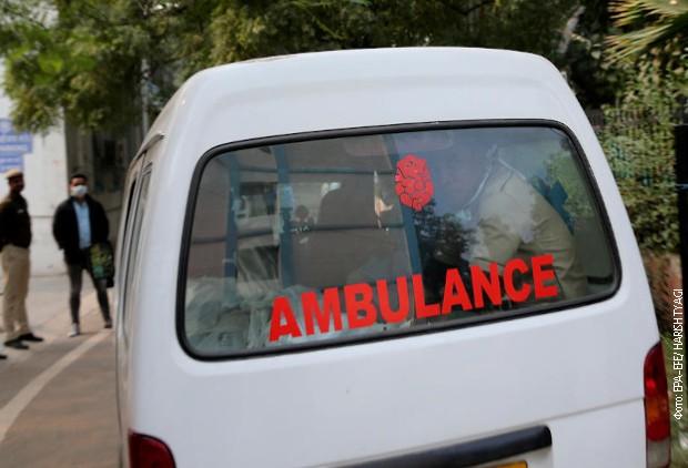 Kamion udario u autobus u Indiji, najmanje 18 poginulih