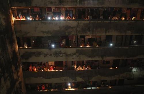 Milioni Indijaca svećama osvetlili