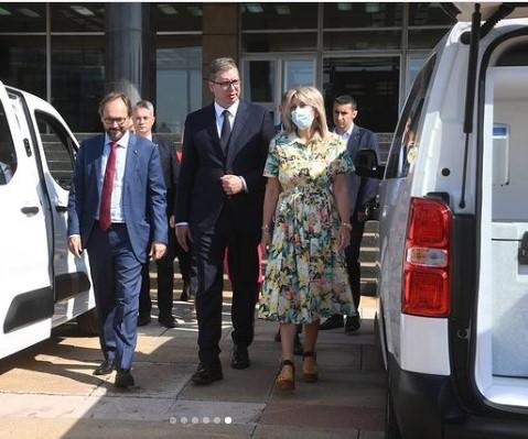 Vučić: Nova vozila za lakši prevoz vakcina - vakcinišite se