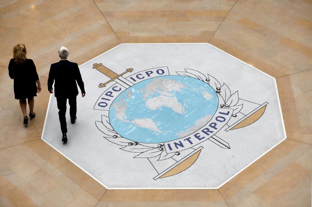 Interpol krije ko 'gura' Prištinu