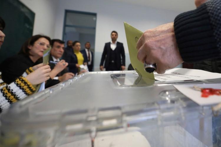 Zatvorena birališta na lokalnim izborima u Turskoj