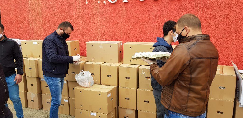 Volonteri Kriznog štaba krenuli sa raspodelom jaja socijalno-ugroženim porodicama i penzionerima