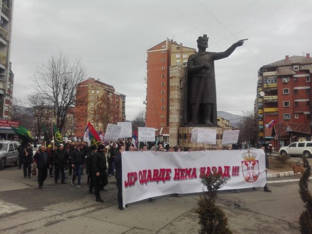 Nepregledna kolona Srba u protestu protiv aneksije Severne Mitrovice