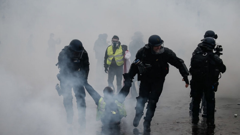 Francuska policija suzavcem na protivnike penzionih reformi