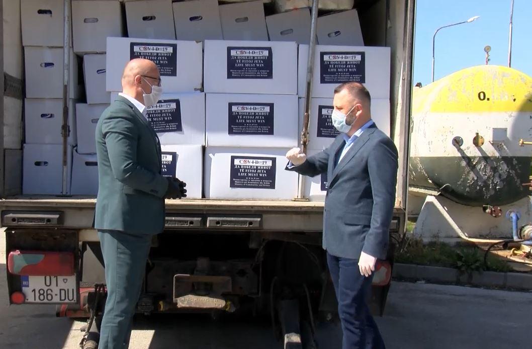 Jevtić uručio pakete pomoći najugroženijima u četiri opštine na severu KiM