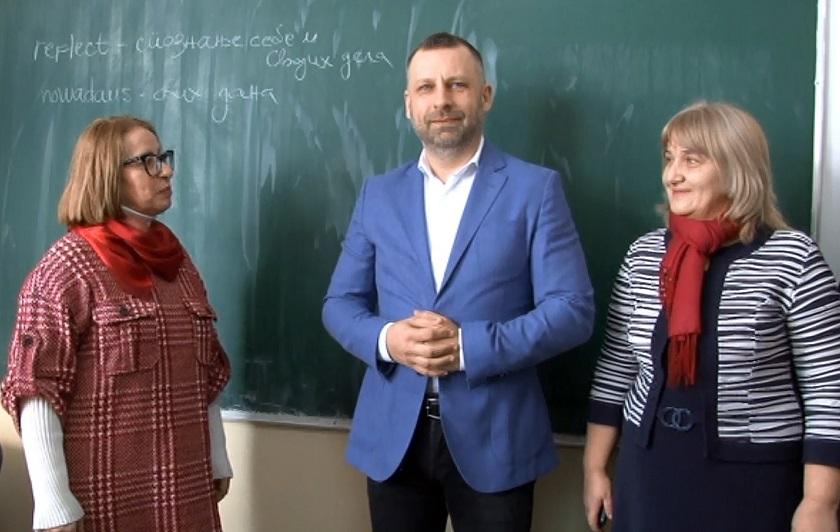 Jevtić obišao obnovljenu školu u Orahovcu