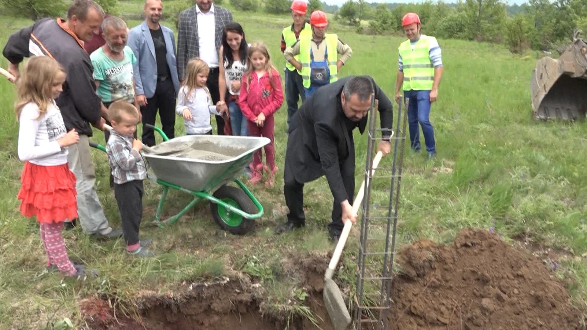 Položen kamen temeljac za kuću porodice Biševac u selu Jabuka