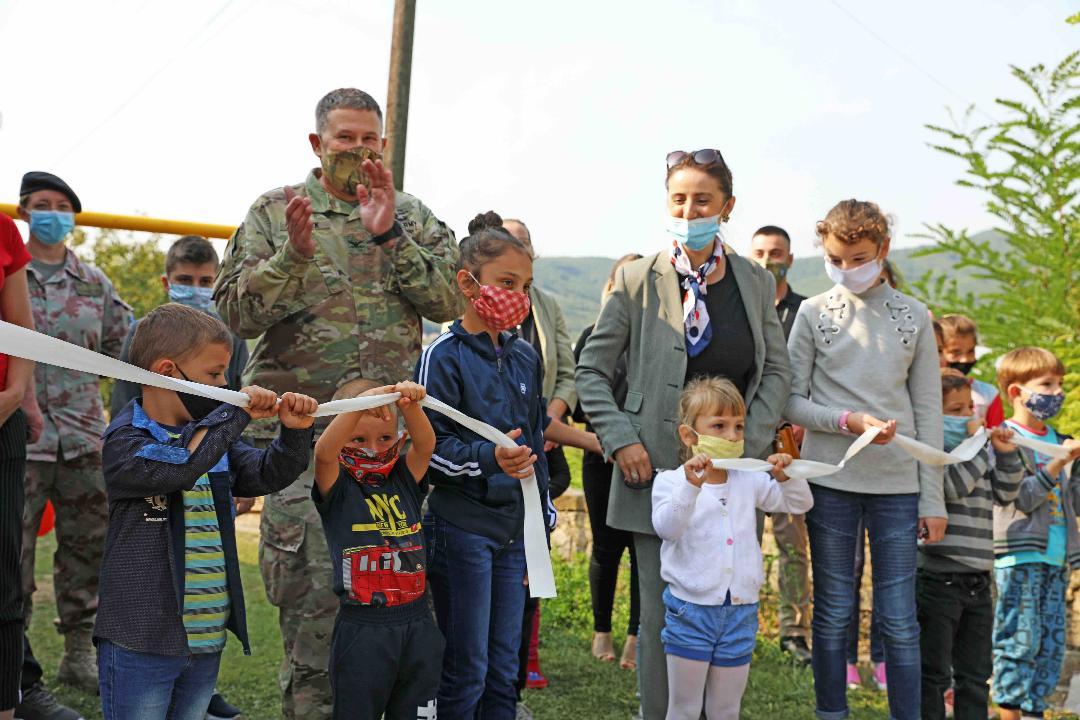Kfor donirao novo igralište osnovnoj školi (foto)