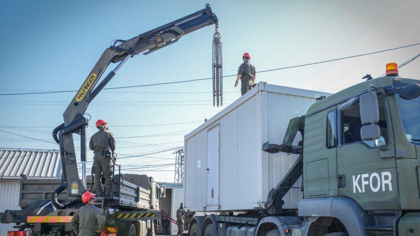 Priština: KFOR poklonio dva kontejnera za testiranje na koronu