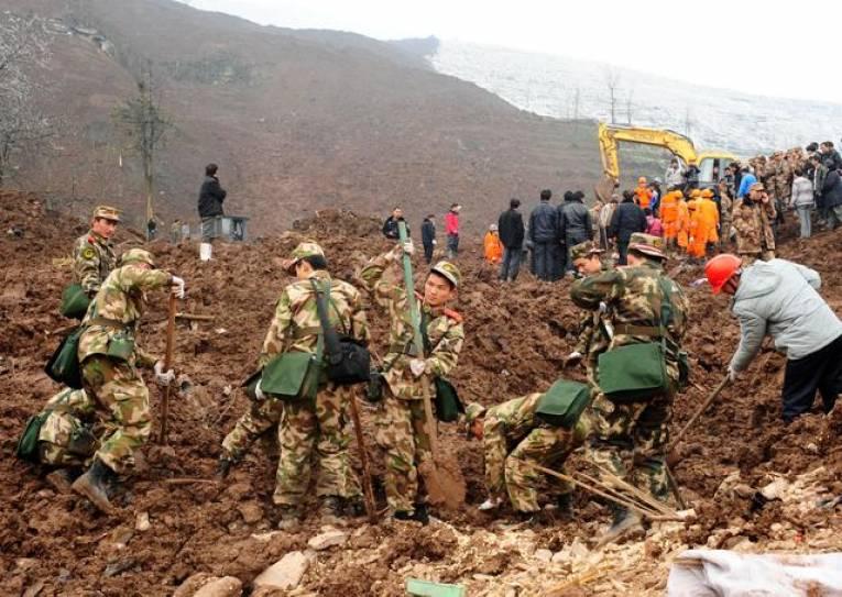Kina: Najmanje 17 radnika zatrpano u odronu