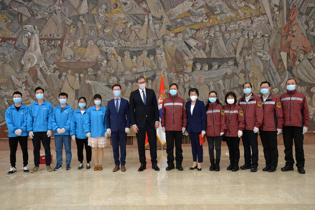 Vučić: Ogromna zahvalnost timu kineskih stručnjaka; Stižu i dva voza sa robom i opremom iz Kine (foto)