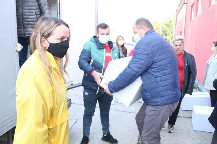 Severna Mitrovica: Uručeni paketi pomoći socijalno ugroženim porodicama