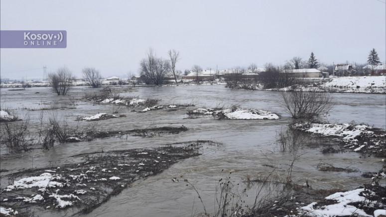Plemetina: Nabujala Sitnica poplavila dvorišta i oranice(video)