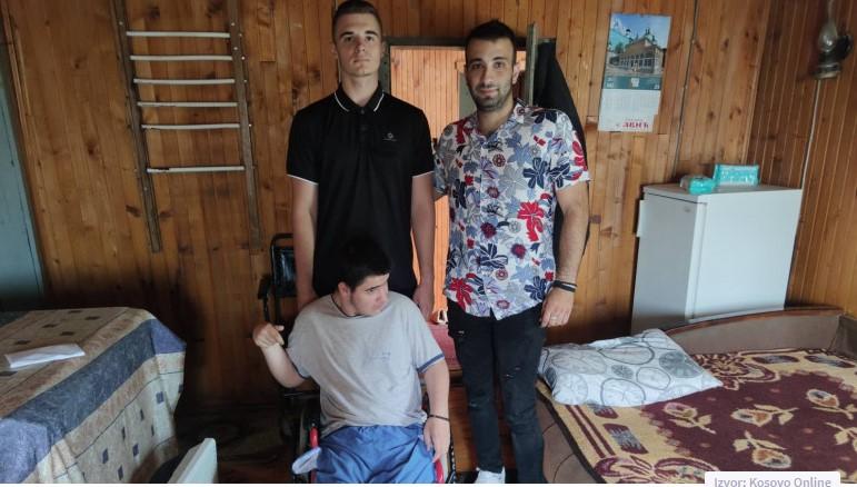 Mladi iz Gračanice uručili pomoć braći Radosavljević iz Leposavića