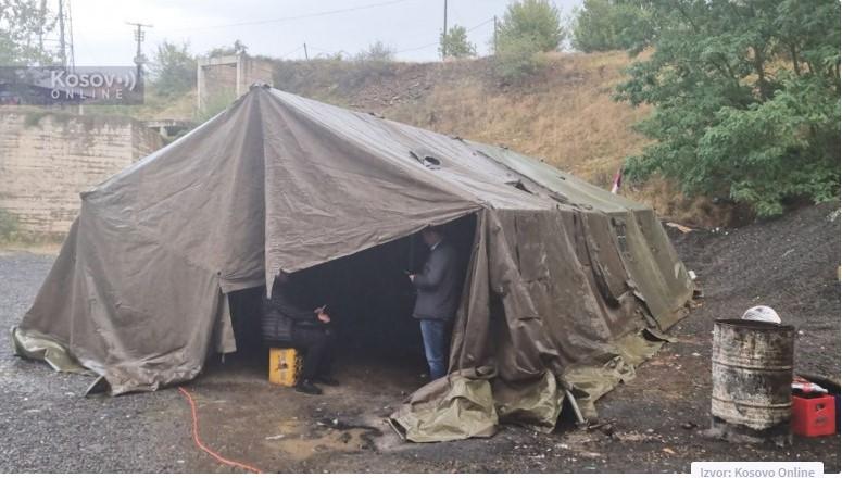 Srbi postavili još jedan šator na Jarinju
