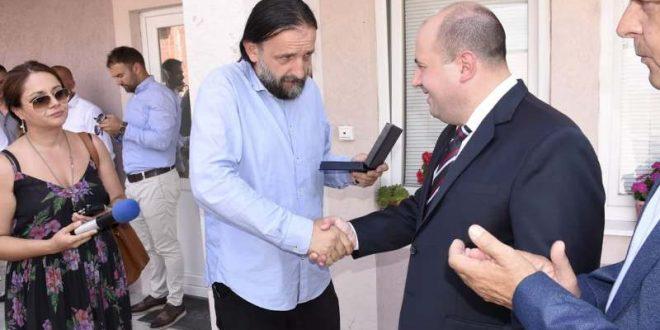 Kozarev predao Domu kulture na upotrebu Gostinsku kuću, a porodici Ničić ključeve nove kuće (foto)