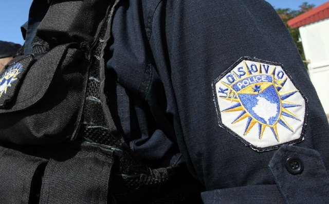 Policija u klinikama u Prištini 'čuva' obolele
