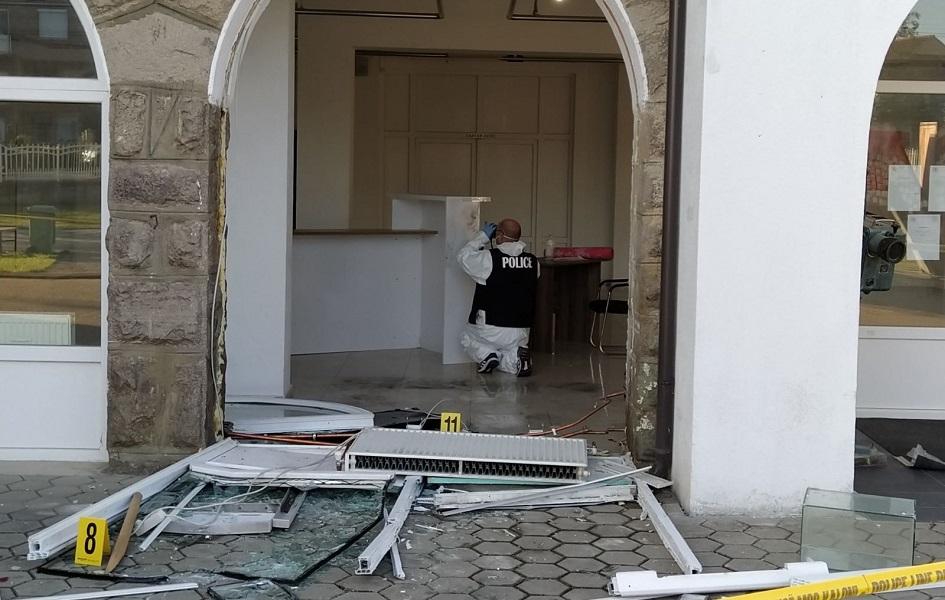 Gračanica: Ukraden pa vraćen bankomat ispred Doma kulture