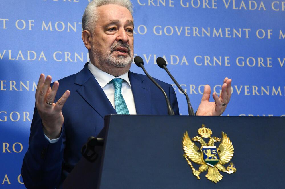 Crna Gora: Moratorijum na nesporazume, unaprediti Vladu