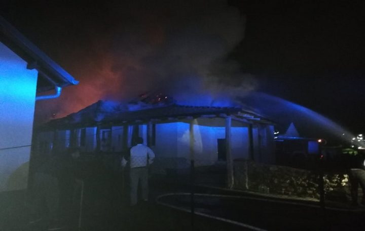 Gračanica: Kuća u plamenu