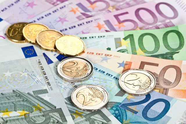 Kurs dinara u ponedeljak 117,5953
