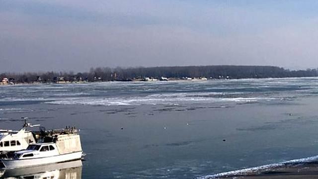 Prati se situacija s ledom, nema razloga za obustavu plovidbe