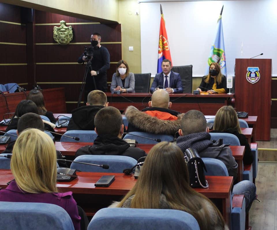 Todić: Zapošljavanje mladih prioritet opštinskog rukovodstva i države Srbije