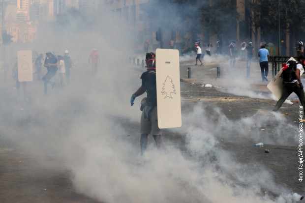 Sukobi tokom protesta u Libanu, ubijen policajac, više od 100 povređenih