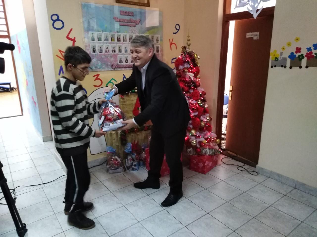 Paketići mališanima u Leposaviću, Zvečanu i Zubinom Potoku