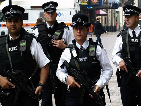 Nepoznati napadač izbo četvoro ljudi u Londonu